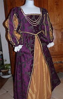 Thumbnail of the Duchess of Valentinois' costume