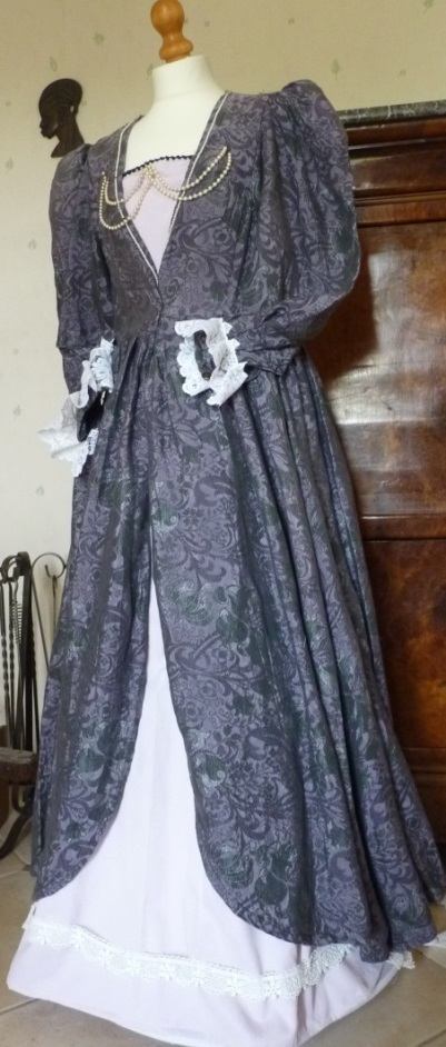 Mary of Bourbon's costume