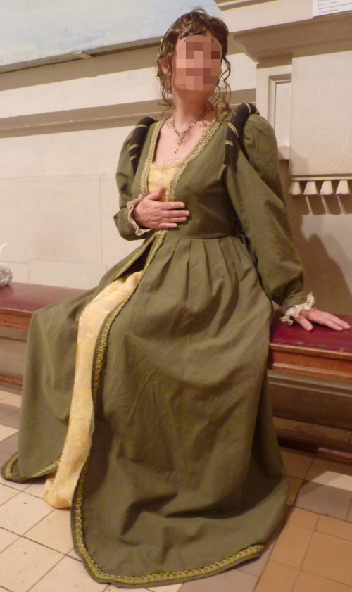 Joan of France's costume