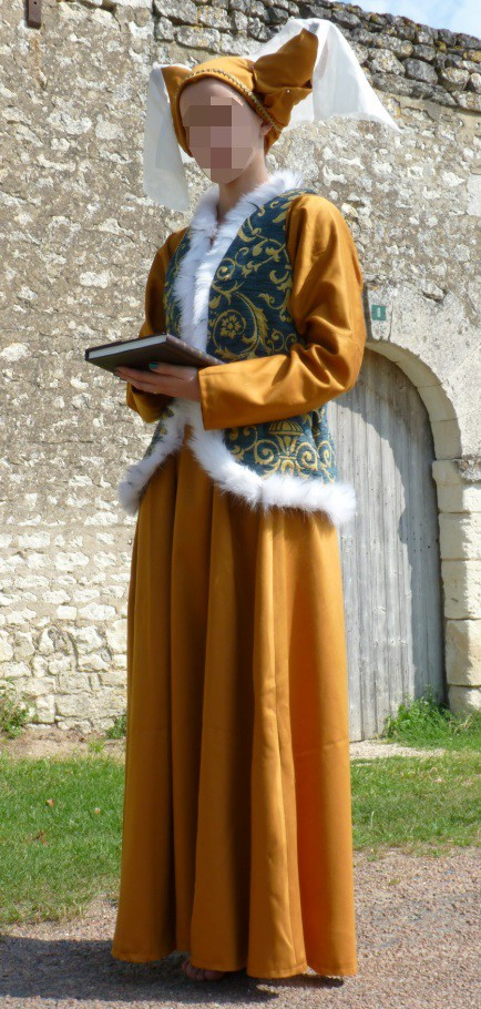 Christine the Scholar's costume