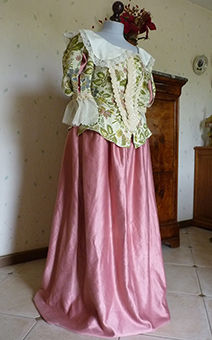 Thumbnail of the Duchess of Longueville's costume