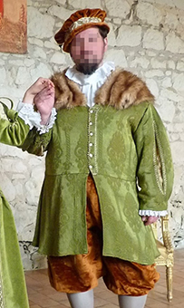 Thumbnail of the Viscount of Tavant's costume