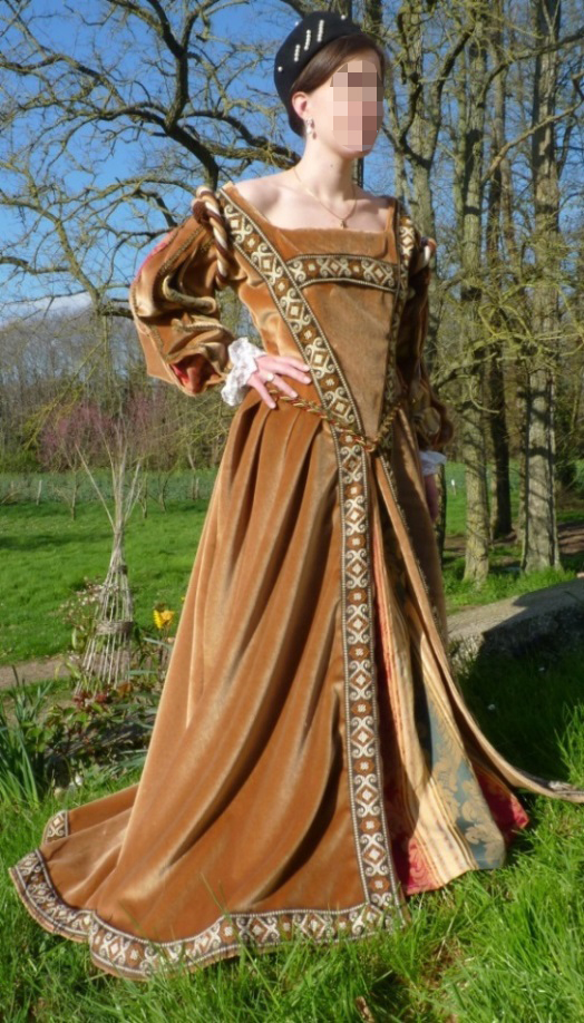 Lady of the Cloth of Gold meeting's costume